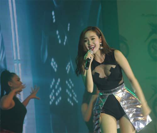 Fan ngây ngất trước loạt đầm diễn siêu ngắn của Minh Hằng - 13