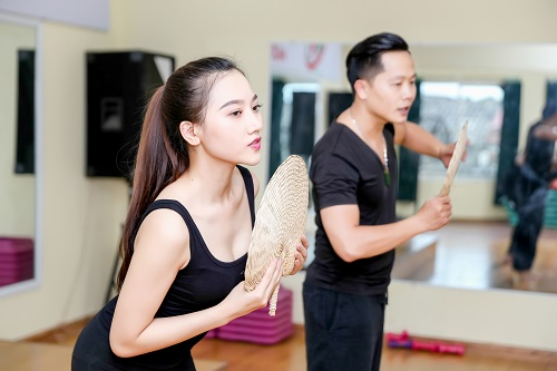 Mỹ nữ thi Hoa hậu Châu Á tích cực tập gym, luyện múa - 8