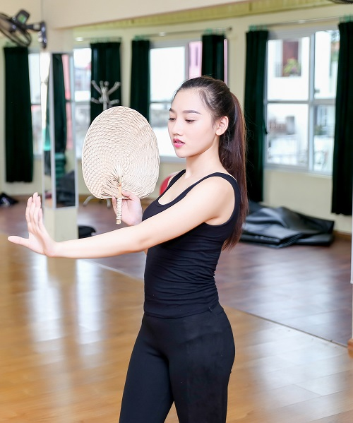 Mỹ nữ thi Hoa hậu Châu Á tích cực tập gym, luyện múa - 10