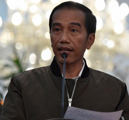 """Dân Indonesia """"phát sốt"""" vì chiếc áo khoác của tổng thống - 1"""