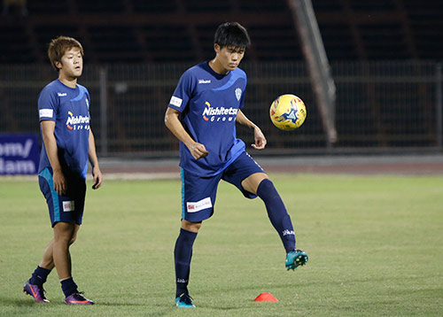 """Việt Nam - Avispa Fukuoka: Cơn """"đau đầu"""" của HLV Hữu Thắng - 2"""