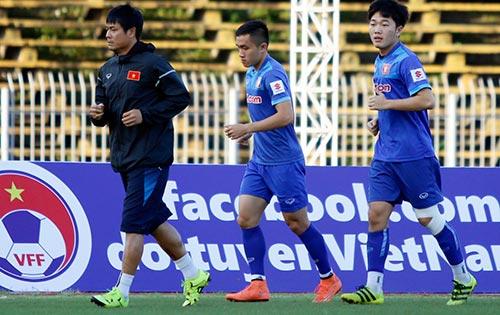 """Việt Nam - Avispa Fukuoka: Cơn """"đau đầu"""" của HLV Hữu Thắng - 1"""