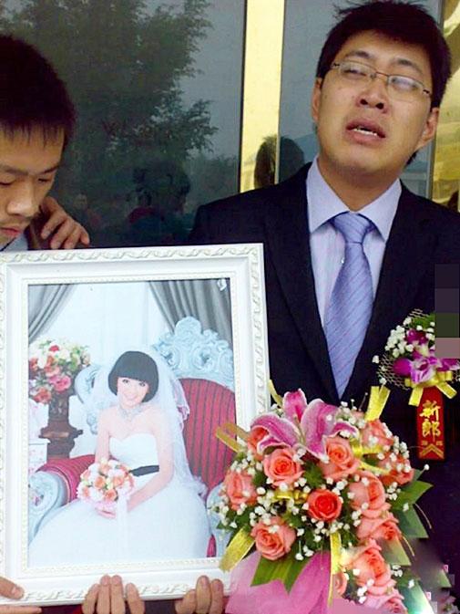 Lễ kết hôn với thi thể cô dâu khiến ai cũng nức nở - 4
