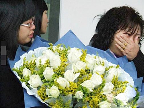Lễ kết hôn với thi thể cô dâu khiến ai cũng nức nở - 7