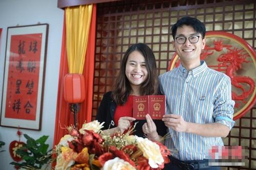 Giới trẻ TQ đổ xô đăng ký kết hôn trong ngày độc thân - 1