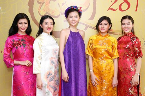 Nữ hoàng sắc đẹp Ngọc Duyên gợi cảm với váy cổ yếm - 6