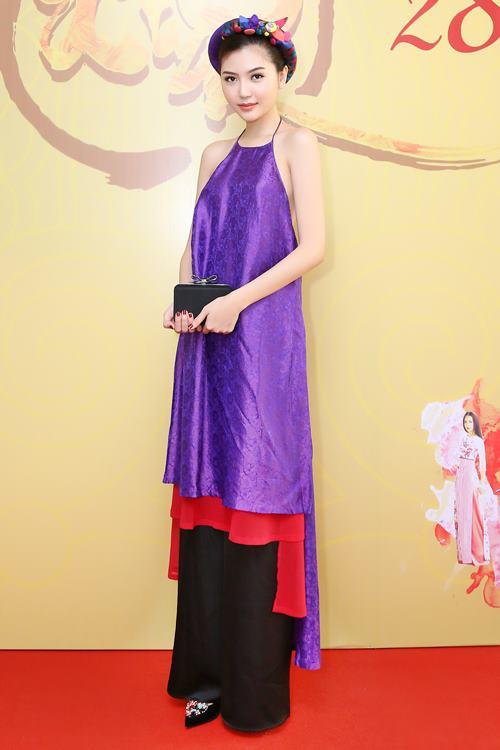 Nữ hoàng sắc đẹp Ngọc Duyên gợi cảm với váy cổ yếm - 3