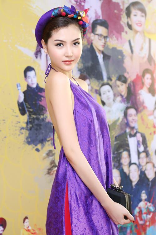 Nữ hoàng sắc đẹp Ngọc Duyên gợi cảm với váy cổ yếm - 4
