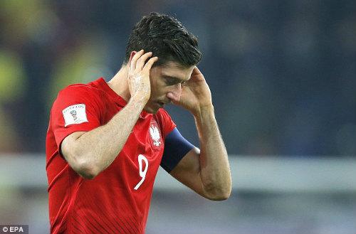 Vòng loại World Cup: Sao Bayern hứng pháo sáng, CĐV ẩu đả đẫm máu - 7
