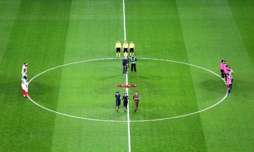 Vòng loại World Cup: Sao Bayern hứng pháo sáng, CĐV ẩu đả đẫm máu - 9
