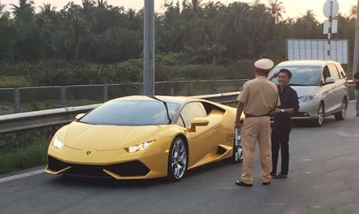 """Cường Đô la và siêu xe bị cảnh sát giao thông """"hỏi thăm""""? - 1"""