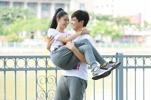 Phạm Hương khoe vòng eo con kiến - 8