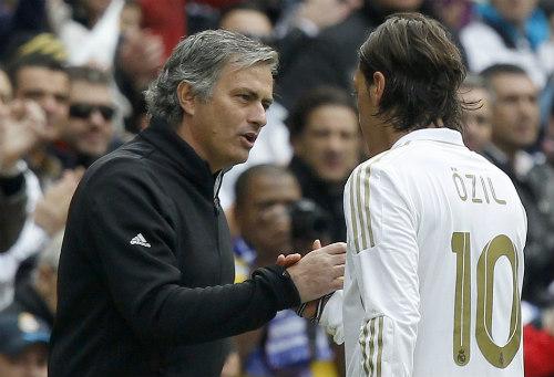 Arsenal không bán Ozil, MU - Mourinho đừng mơ - 1