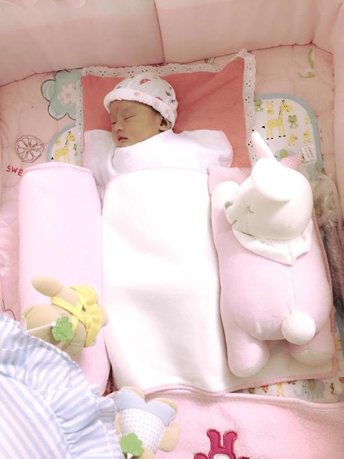 """Ngọt ngào lời """"yêu"""" Hồng Quế dành cho con gái quá xinh 1 tháng tuổi - 5"""