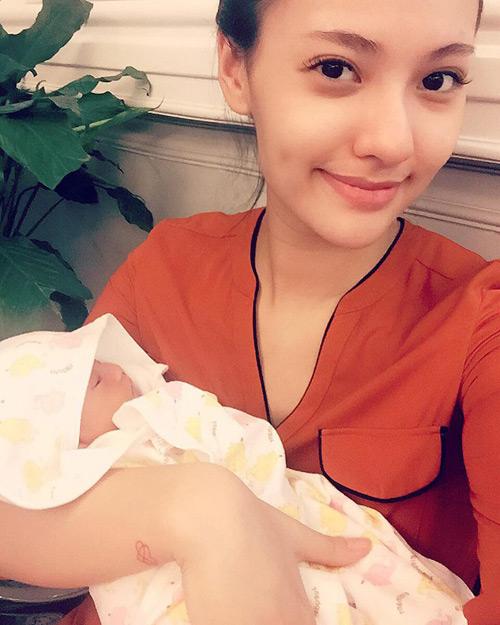 """Ngọt ngào lời """"yêu"""" Hồng Quế dành cho con gái quá xinh 1 tháng tuổi - 4"""
