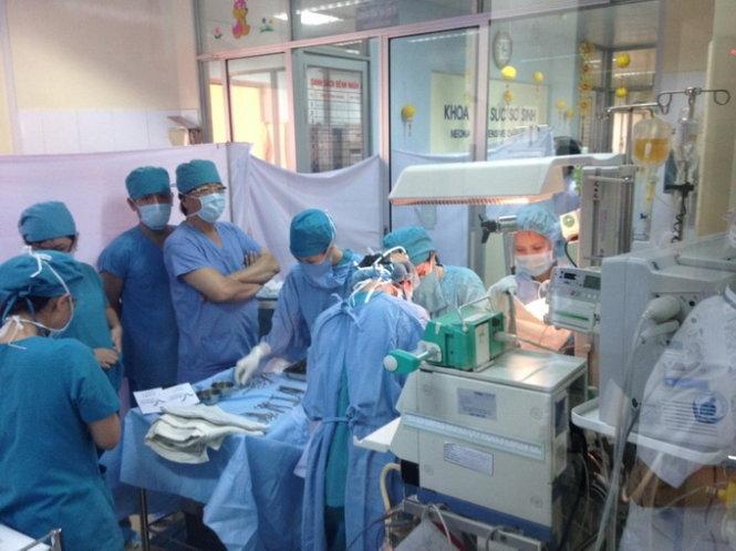 Hy hữu: Cứu sống người bị đâm thấu tim gan, xuyên cổ - 1