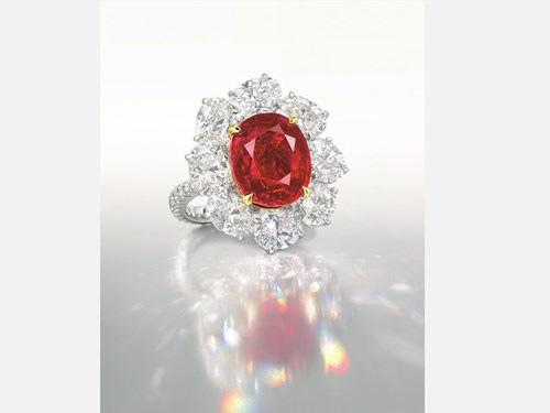 """Nhẫn kim cương đính hồng ngọc """"huyết bồ câu"""" giá 283 tỉ đồng - 4"""