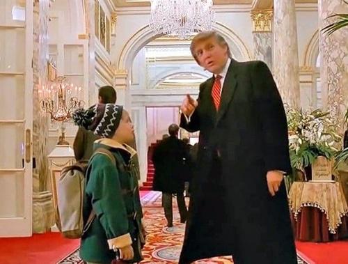 """Ông Trump lại gây sốt khi từng xuất hiện trong """"Ở nhà một mình"""" - 1"""