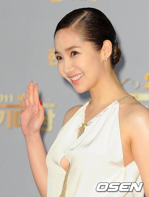 """Ngỡ ngàng vẻ ngoài  """"hóa thiên nga"""" của bồ cũ Lee Min Ho - 12"""