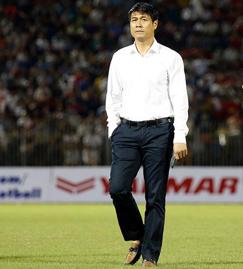 HLV Hữu Thắng hành động bất ngờ khiến đội Nhật vị nể - 1