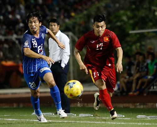 HLV Hữu Thắng hành động bất ngờ khiến đội Nhật vị nể - 4