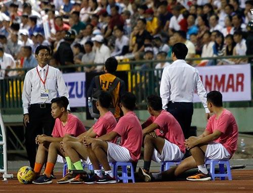 HLV Hữu Thắng hành động bất ngờ khiến đội Nhật vị nể - 5