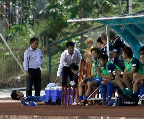 HLV Hữu Thắng hành động bất ngờ khiến đội Nhật vị nể - 6