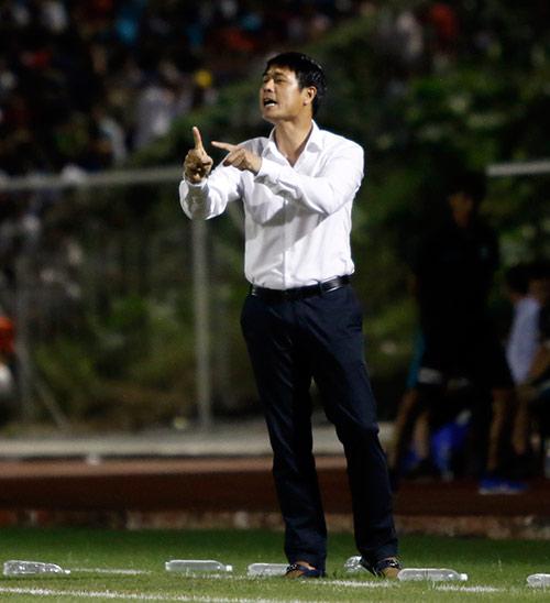 HLV Hữu Thắng hành động bất ngờ khiến đội Nhật vị nể - 7
