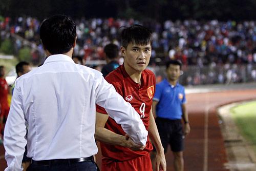 HLV Hữu Thắng hành động bất ngờ khiến đội Nhật vị nể - 9