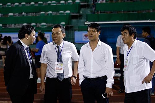 HLV Hữu Thắng hành động bất ngờ khiến đội Nhật vị nể - 12
