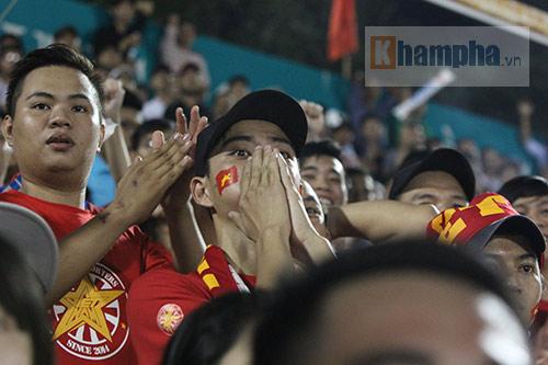Người đẹp miền Tây cháy hết mình cổ vũ ĐT Việt Nam - 10