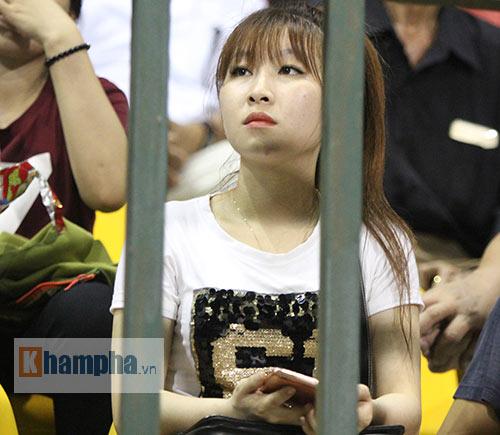 Người đẹp miền Tây cháy hết mình cổ vũ ĐT Việt Nam - 14