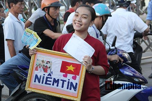 Người đẹp miền Tây cháy hết mình cổ vũ ĐT Việt Nam - 4