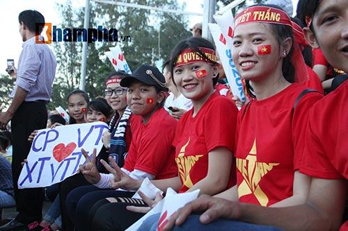 Người đẹp miền Tây cháy hết mình cổ vũ ĐT Việt Nam - 8