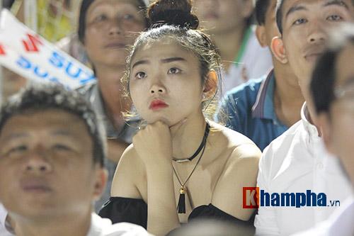 Người đẹp miền Tây cháy hết mình cổ vũ ĐT Việt Nam - 9