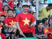 Bóng đá - Người đẹp miền Tây cháy hết mình cổ vũ ĐT Việt Nam