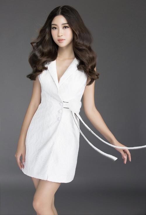 Mướt mắt ngắm HH Mỹ Linh thả dáng trong loạt váy ren hoa - 1