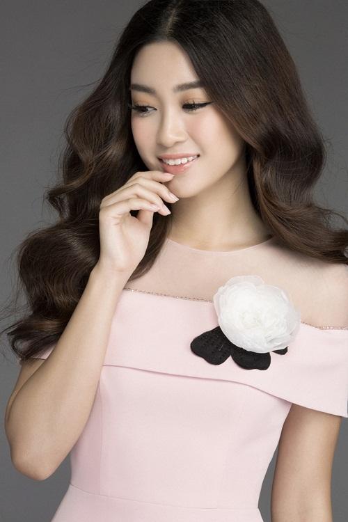 Mướt mắt ngắm HH Mỹ Linh thả dáng trong loạt váy ren hoa - 4