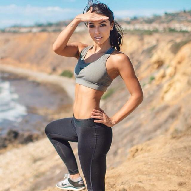 """Sở hữu vòng eo chuẩn siêu mẫu như """"chân dài nghiện gym"""" - 1"""