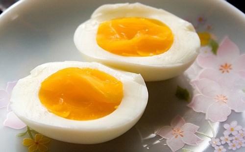 Nhập viện vì suốt ngày ăn trứng - 1
