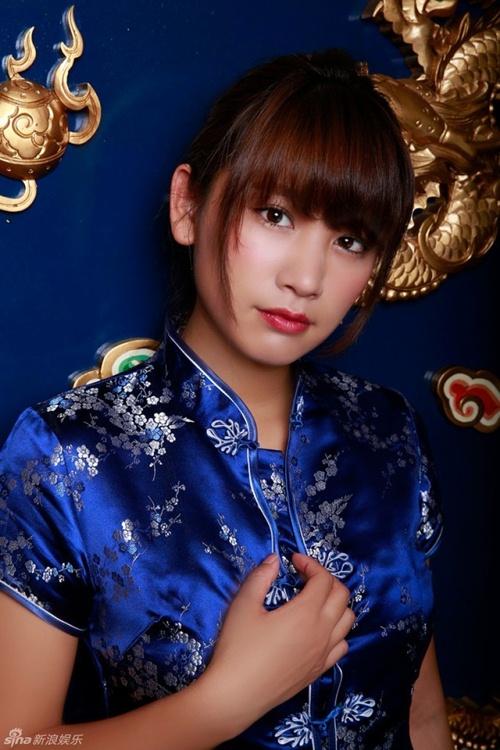 Hot girl Nhật diện áo truyền thống khoe nội y gây tranh cãi - 5