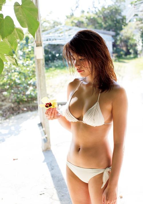 Hot girl Nhật diện áo truyền thống khoe nội y gây tranh cãi - 12