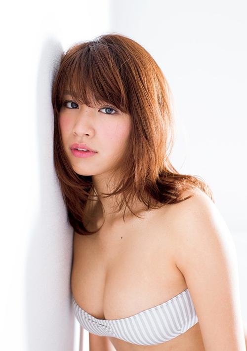 Hot girl Nhật diện áo truyền thống khoe nội y gây tranh cãi - 15