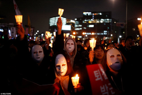 Ảnh: Triệu người biểu tình đòi tổng thống HQ từ chức - 2