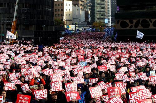 Ảnh: Triệu người biểu tình đòi tổng thống HQ từ chức - 3