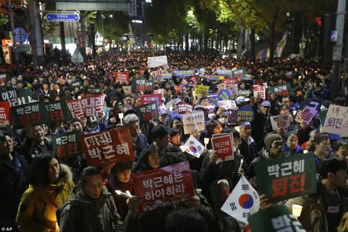 Ảnh: Triệu người biểu tình đòi tổng thống HQ từ chức - 6