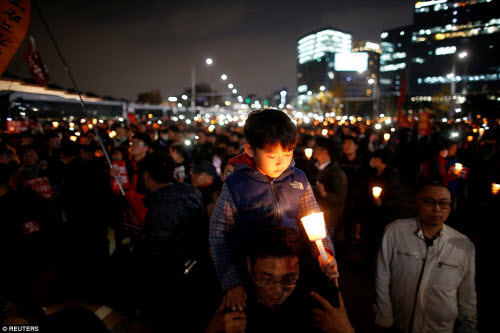 Ảnh: Triệu người biểu tình đòi tổng thống HQ từ chức - 7
