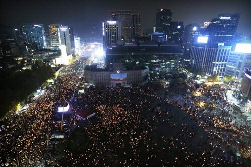 Ảnh: Triệu người biểu tình đòi tổng thống HQ từ chức - 11