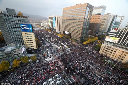 Ảnh: Triệu người biểu tình đòi tổng thống HQ từ chức - 12