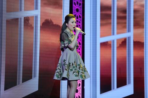 Nhã Phương bừng sáng trên sân khấu bên Trường Giang - 10